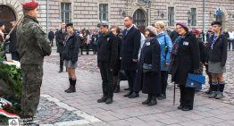 Prezydent Duda złożył wieniec przedKrzyżem Katyńskim